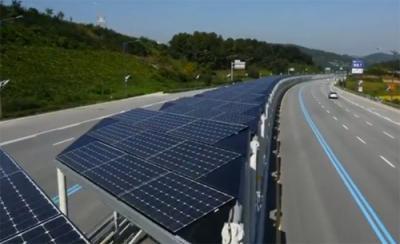 Pin mặt trời làm mái che làn xe đạp