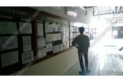 Bảng ghim hanh lang trường học